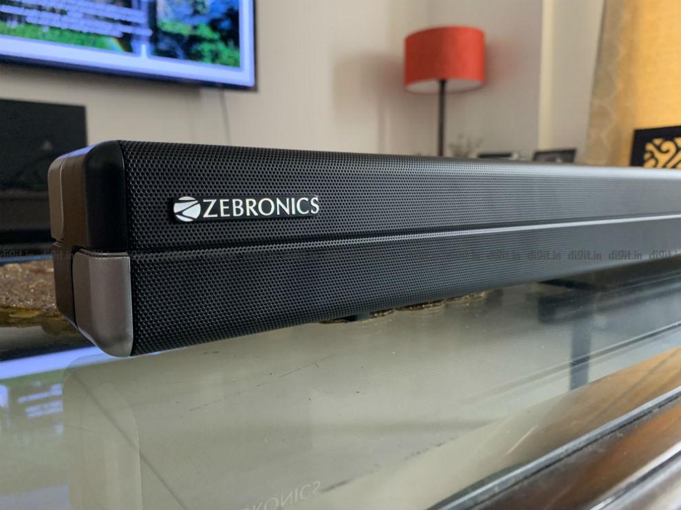 La barra de sonido tiene el logotipo de Zebronics a la izquierda.