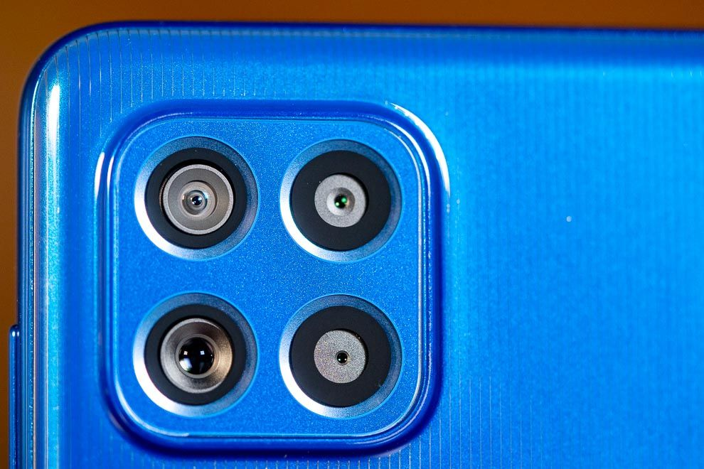 El Samsung Galaxy F62 alberga una configuración de cuatro cámaras, de las cuales tres son accesibles para el usuario.