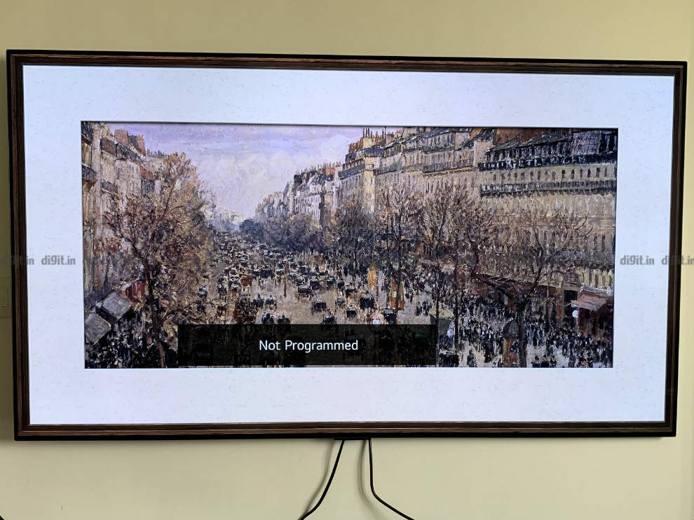 El LG GX parece un marco de fotos en la pared.