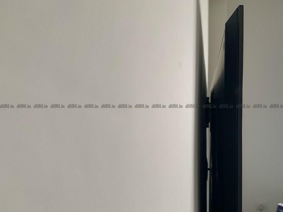 El LG GX se asienta al ras de la pared.