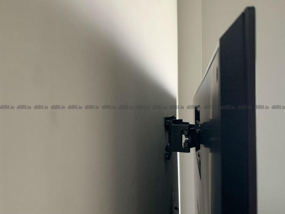 El LG GX tiene un pequeño soporte de pared.