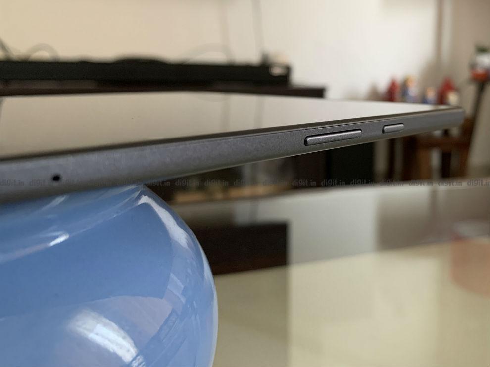 El Samsung Galaxy Tab A7 tiene el botón de encendido y el control de volumen en un lado.