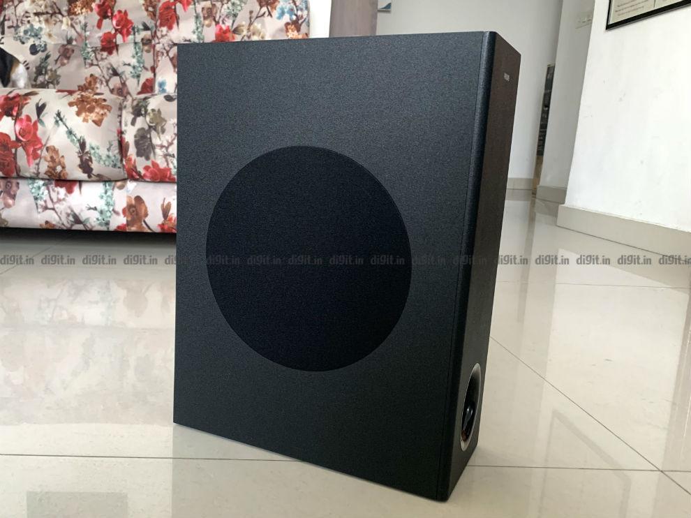 Philips 3.1 soundbar side view.