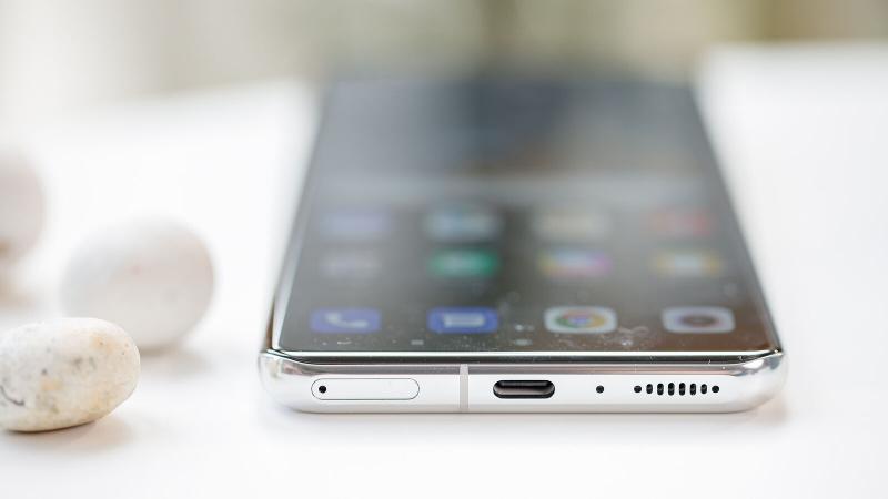 Xiaomi Mi 11 Ultra USB-C port