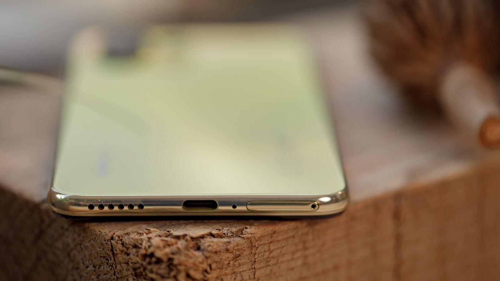 Xiaomi Mi 11 Lite 5G USB-C port