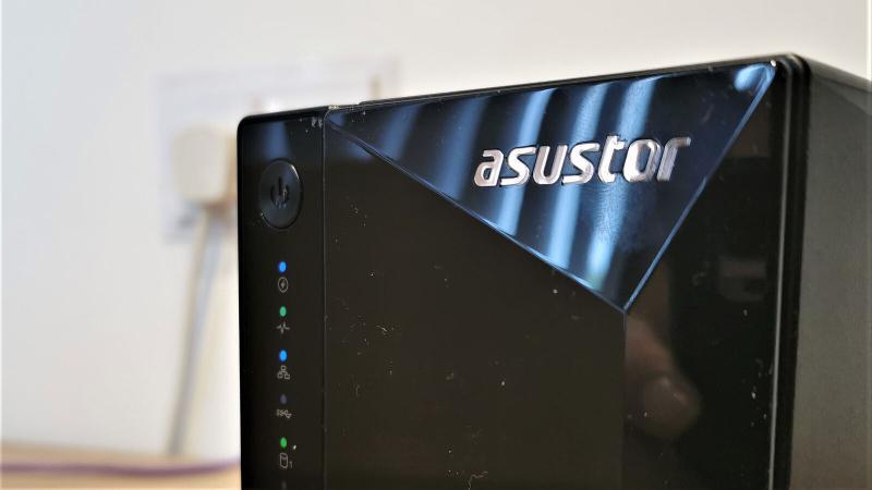 AS3302T es un NAS fácil de implementar y usar