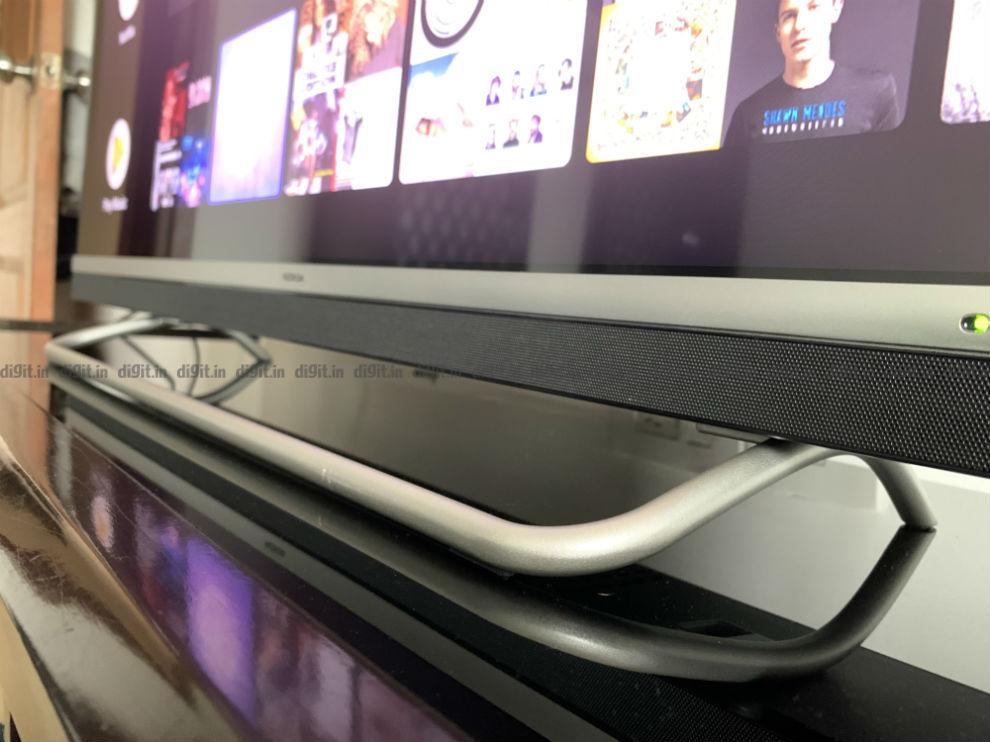 El televisor Nokia de 43 pulgadas viene con un soporte de apariencia única.