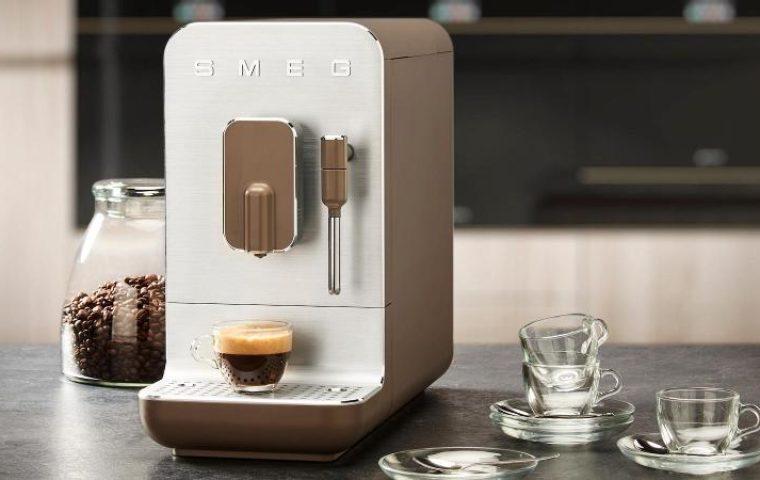 Smeg lanza su primera máquina de café de grano a taza